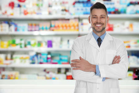 Professional pharmacist in modern drugstore, space for text Foto de archivo