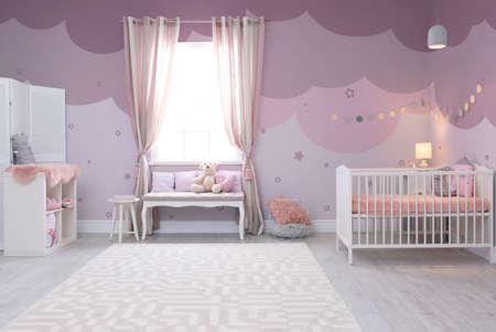 Baby room interior with comfortable crib Stockfoto