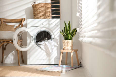 Modern washing machine in laundry room interior Banque d'images