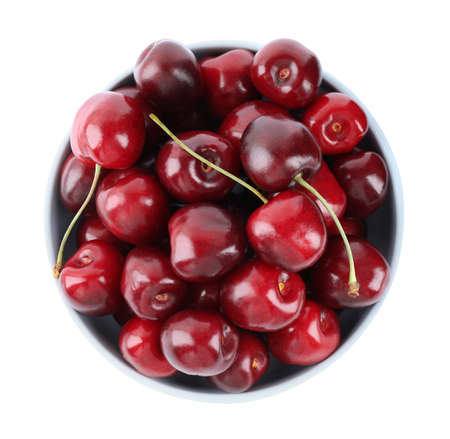 Tasty ripe red cherries in bowl isolated on white, top view Imagens