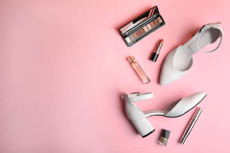 Stylish white female shoes and decorative cosmetics on pink background, flat lay. Space for text Stock fotó