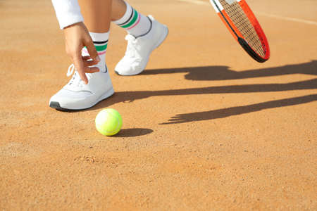 Sportswoman playing tennis at court on sunny day, closeup Banque d'images