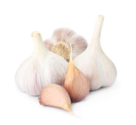 Fresh organic garlic bulbs and cloves on white background Zdjęcie Seryjne