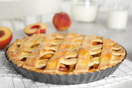 Delicious fresh peach pie on light kitchen table closeup 版權商用圖片