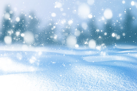 Fondo de invierno de nieve y heladas con espacio libre para tu decoración.
