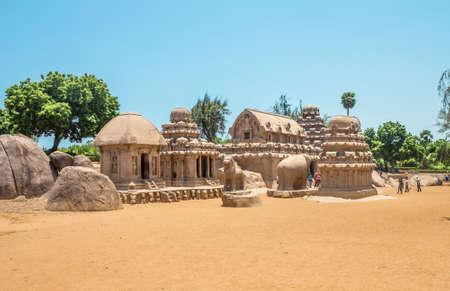 Fünf Rathas, eine UNESCO-Welterbestätte in Mahabalipuram, Tamil Nadu, Indien Standard-Bild - 84312857