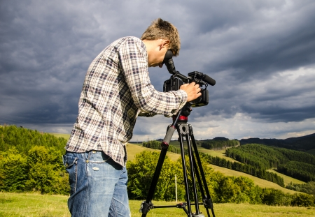 Videographer, removes the natural landscape Stock Photo - 22814702