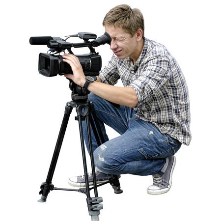 Video camera operator werkt met zijn professionele apparatuur op een witte achtergrond