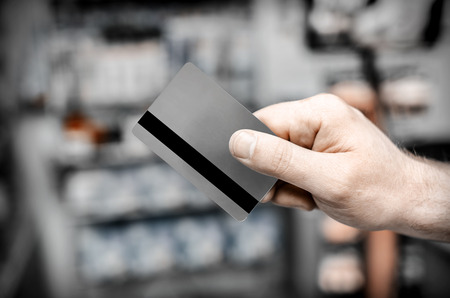 trade credit: Credit card in hand, against the goods in the store