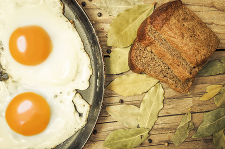 laureate: Closeup of fried egg on a cast iron pan