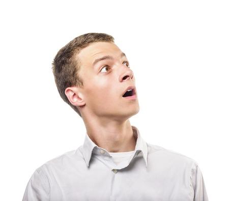 visage homme: Portrait de jeune homme surpris. Isolé sur blanc. Banque d'images