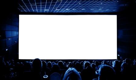 Cinema. Das Publikum in den Gläsern 3D einen Film sehen. Ein weißer Bildschirm für Ihr Bild. Standard-Bild - 41679819