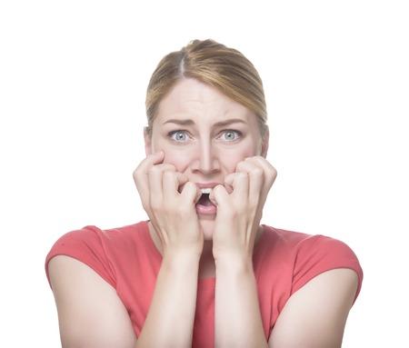 Koele jonge vrouw vrees gezicht. Geïsoleerd op wit.