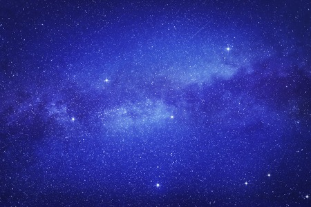 공간 배경에 많은 별과 은하의 방식에 별이 빛나는 하늘. 스톡 콘텐츠