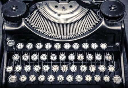 maquina de escribir: Close up foto de m�quina de escribir antigua vieja.