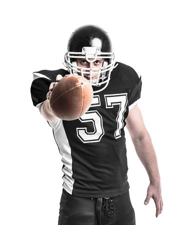 jugador de futbol: Jugador de f�tbol americano aisladas sobre fondo blanco.