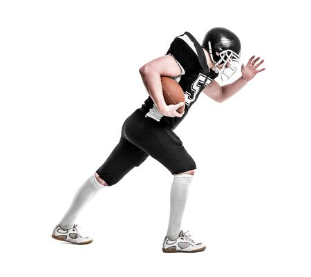 jugador de futbol: Jugador de f�tbol americano de cerca aisladas sobre fondo blanco.
