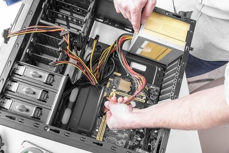 En el interior de la computadora personal. concepto de reparación de computadoras. Foto de archivo