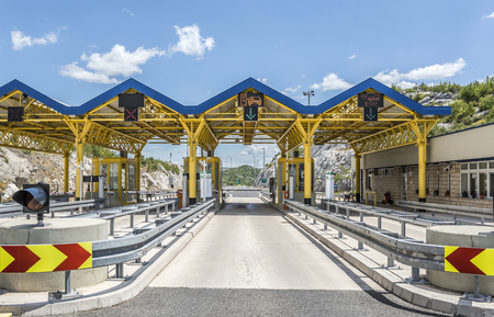Terminalbetaling voor het rijden op de snelweg, autosnelweg in Kroatië. Redactioneel