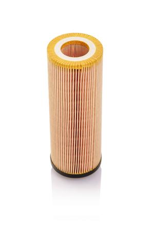 Auto olie filter geïsoleerd op een witte achtergrond.