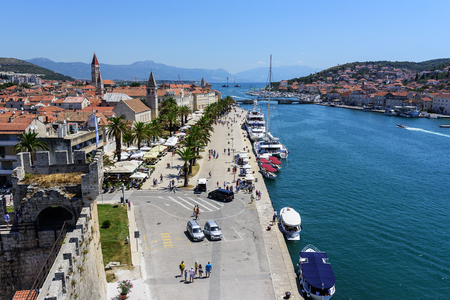 View of the port and embankment from the fortress of the city of Trogir. 新闻类图片