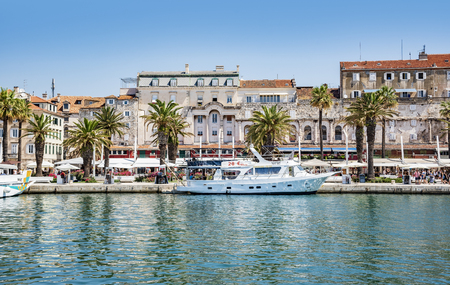 Split city promenade in the summer. Split, Croatia. 新闻类图片