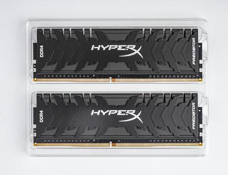 Kingston DDR4 HyperX Predator Black ram on white background.