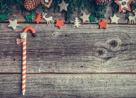 Festive objects of New Year and Christmas on a wooden background. Standard-Bild - 130134825