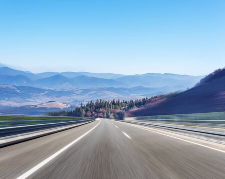 Mountain highway with blue sky. Stock fotó - 133248670