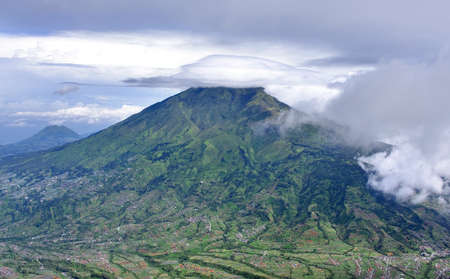 intestinos: Monte Merbabu inactivo volc�n en Java Central, Indonesia
