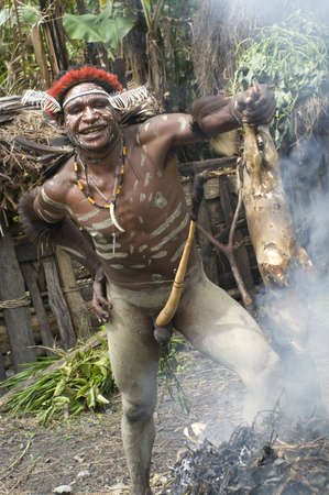 sektor: NEW GUINEA, INDONESIA -DECEMBER 28: Unidentified warrior of a Papuan tribe in traditional clothes and coloring in New Guinea Island, Indonesia on December 28, 2010  Editorial