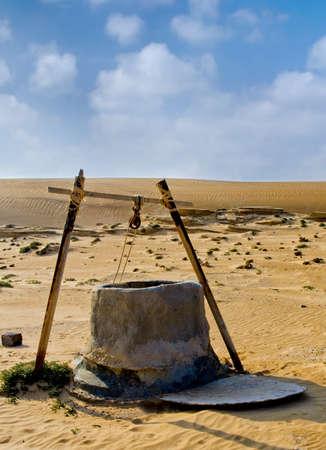 オマーンの砂漠でよく水します。