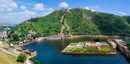 Jardins près Maota lac. Fort d'Amber à Jaipur, Inde