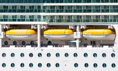 sala recepcyjna: Główny pokład z łodzi ratunkowych na statku wycieczkowym