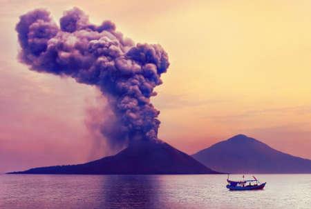 Volcano eruption. Anak Krakatau, Indonesia 스톡 콘텐츠