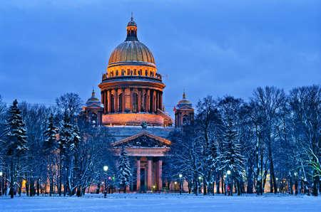 ロシア連邦、サンクトペテルブルクの聖イサク大聖堂。冬 写真素材