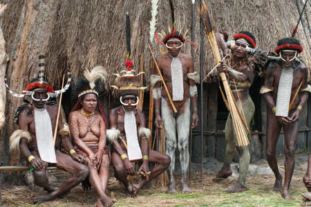 sektor: PAPUA PROVINCE, INDONESIA -DECEMBER 28: Unidentified warriors of a Papuan tribe in traditional clothes are having a demonstration of war skills in New Guinea Island, Indonesia on December 28, 2010 Editorial
