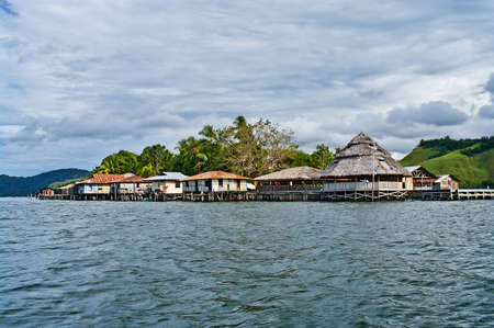 new guinea: Wooden houses on piles on lake Sentani, on New Guinea Island, Indonesia. Archivio Fotografico