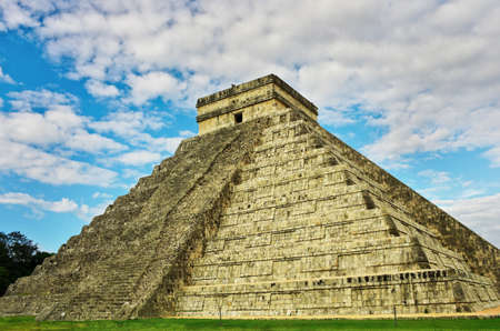Pyramid in Chichen Itza, Temple of Kukulkan. Yucatan, Mexico