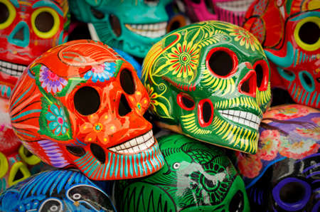 Decorated colorful skulls, ceramics death symbol at market, day of dead, Mexico Imagens
