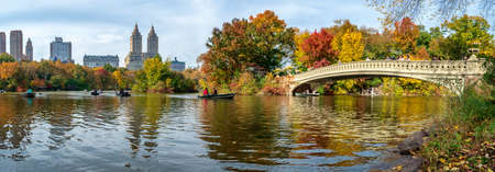 New York, USA - November 1, 2018: Panoramic view of autumn landscape with Bow bridge in Central Park. New York City. USA Редакционное