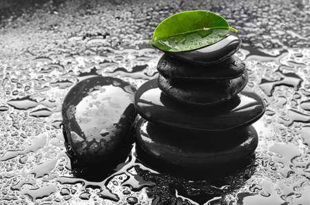 Schwarze Steine. Zen und Spa. Standard-Bild - 42071587