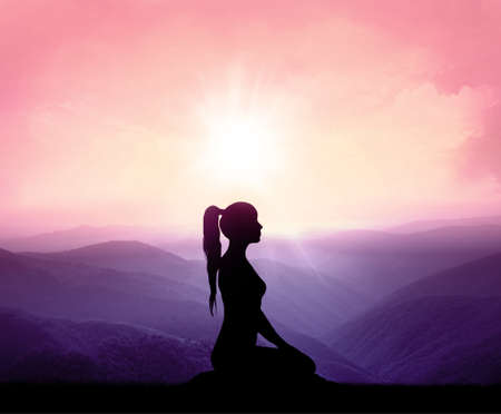 Yoga silhouette on the mountain in sunrays. the dawn sun Imagens