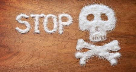 Concepto saludable. objetos de azúcar blanco en el fondo de madera marrón. Foto de archivo - 56019833