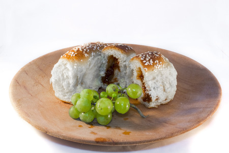 levadura: Bukta, the Hungarian Yeast Pastry with Apricot Jam with grapes Foto de archivo