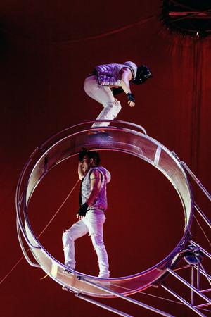 Artiste swing a circus Editorial