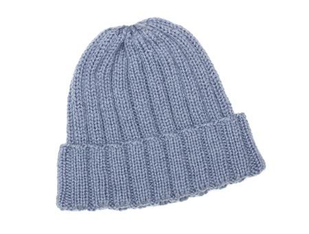 sombrero: Gorro de lana gris aislado en blanco Foto de archivo