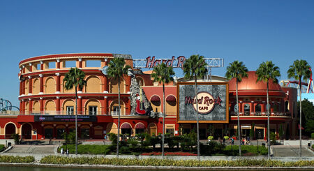 ORLANDO - 25. Oktober Das Hard Rock Cafe in den Universal City Walk in Orlando Taken 25. Oktober 2013 in Orlando, FL Standard-Bild - 26287034