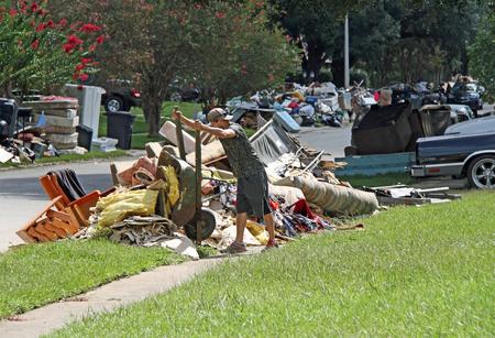 BATON ROUGE - 20. August: Reinigung in Baton Rouge, LA nach der Flut von 2016 auf. Standard-Bild - 62799005