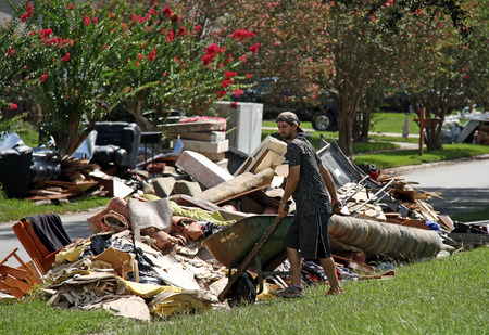 BATON ROUGE - 20. August: Reinigung in Baton Rouge, LA nach der Flut von 2016 auf. Standard-Bild - 62799006